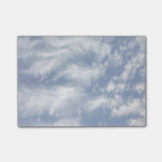 Nubes de ala del ángel aligeradas nota post-it