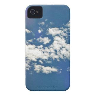 Nubes de cirro con la llamarada de la lente Case-Mate iPhone 4 cobertura
