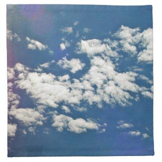 Nubes de cirro con la llamarada de la lente servilletas de papel