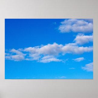 nubes de cúmulo sobre el antártico occidental póster