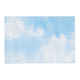 Nubes de la acuarela y fondo del cielo salvamanteles