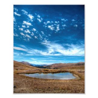 Nubes de la montaña rocosa fotografía