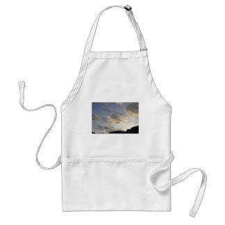 Nubes de la puesta del sol de Colorado Delantal