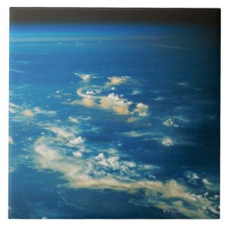 Nubes de la tempestad de truenos teja