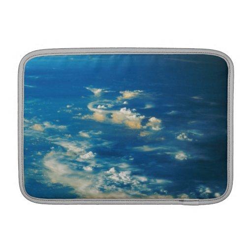 Nubes de la tempestad de truenos fundas para macbook air