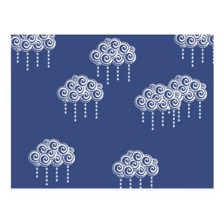 Nubes de lluvia del remolino de los azules marinos postal