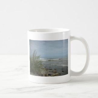 Nubes de tormenta de la playa taza de café
