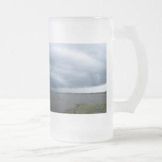 Nubes de tormenta del verano taza de cristal