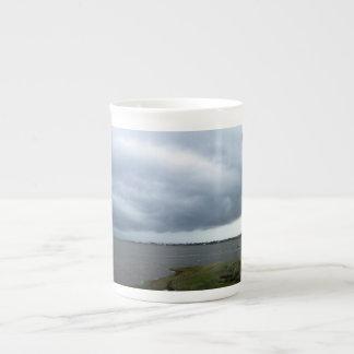 Nubes de tormenta del verano taza de porcelana