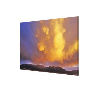 Nubes de tormenta en la gama centenaria en Montana Impresion En Lona