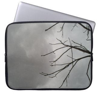 Nubes de tormenta oscuras fundas computadoras
