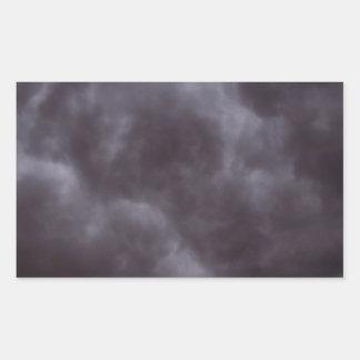 Nubes de tormenta oscuras pegatina rectangular