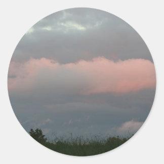 Nubes de tormenta etiqueta redonda