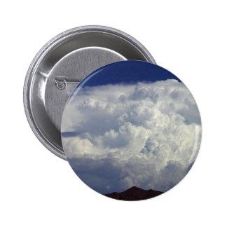 Nubes de tormenta pin redondo de 2 pulgadas