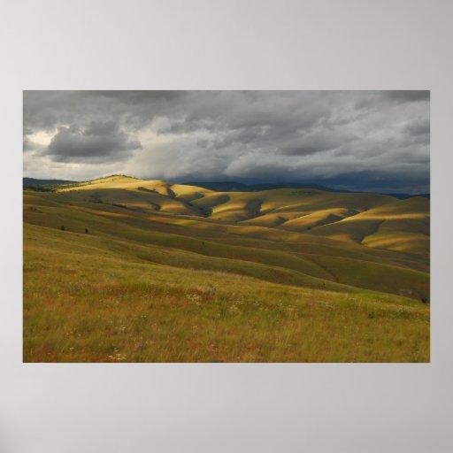 Nubes de tormenta que ruedan sobre Montana Praire Poster