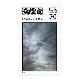 Nubes de tormenta que se rompen - grandes timbres postales