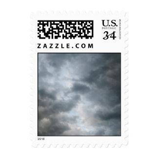 Nubes de tormenta que se rompen - pequeñas sello postal