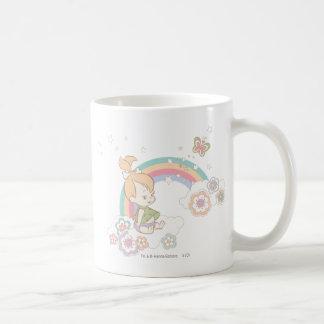 Nubes del arco iris y de la flor de PEBBLES™ Taza Básica Blanca
