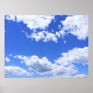 Nubes del cielo azul póster