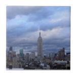 Nubes dramáticas del Empire State Building Tejas Cerámicas