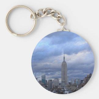 Nubes dramáticas del Empire State Building Llaveros Personalizados