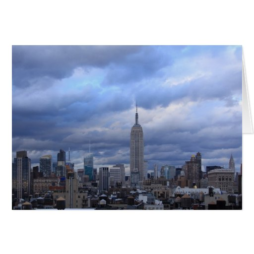 Nubes dramáticas del Empire State Building Tarjeta De Felicitación