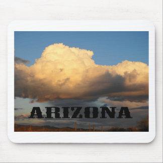 Nubes en Arizona con el cactus del Saguaro Mouse Pads