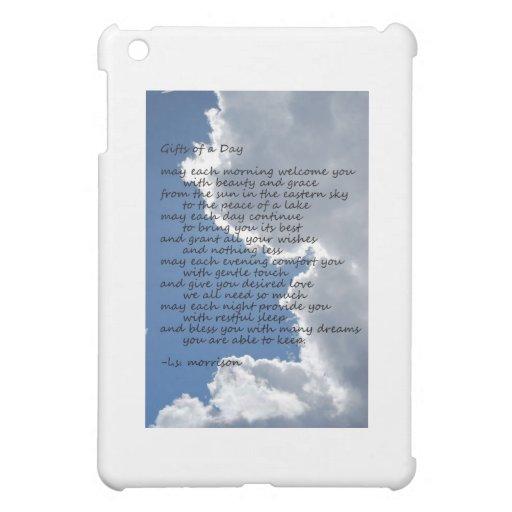 Nubes en cielo azul con el poema