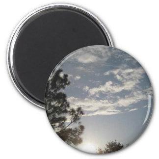 Nubes en el cielo imán redondo 5 cm