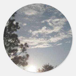 Nubes en el cielo pegatinas redondas