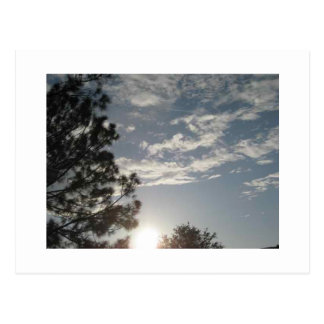 Nubes en el cielo postal
