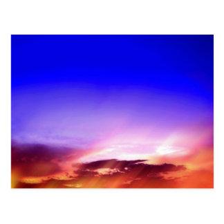 Nubes en la puesta del sol tarjeta postal