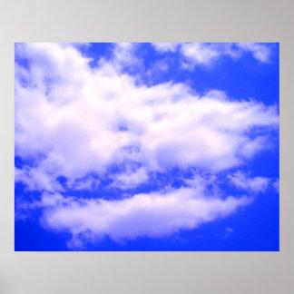Nubes en poster claro del cielo azul