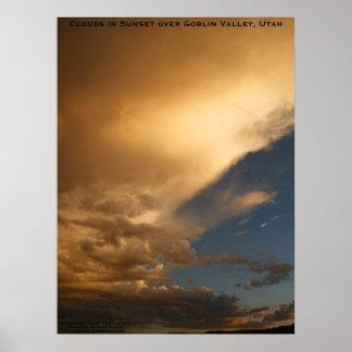 Nubes en puesta del sol sobre parque de estado del posters