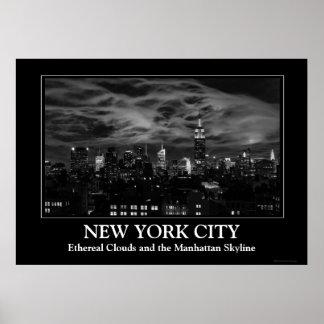 Nubes etéreas: Horizonte de NYC, edificio BW del Posters