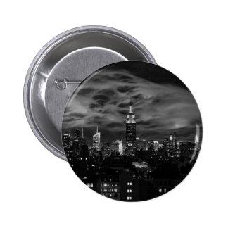 Nubes etéreas: Horizonte de NYC, edificio BW del Pin