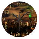 Nubes etéreas: Horizonte de NYC, edificio del esta Reloj
