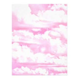 Nubes felices del rosa en colores pastel plantilla de membrete