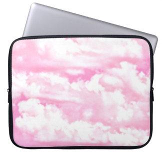 Nubes felices en rosa claro fundas ordendadores