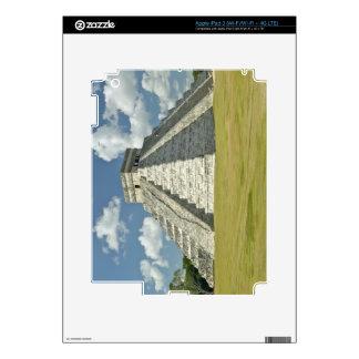 Nubes hinchadas blancas sobre la pirámide maya iPad 3 skin