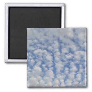 Nubes hinchadas imán cuadrado