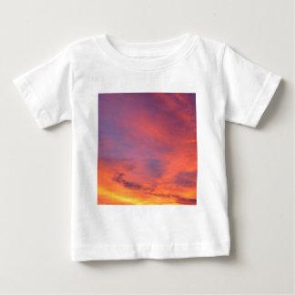Nubes Jarenina crepuscular brillante Eslovenia Camisas