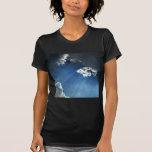 Nubes oscuras del resplandor del cielo camisetas