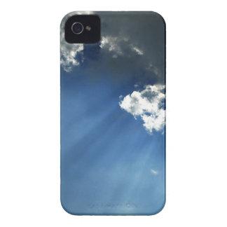 Nubes oscuras del resplandor del cielo iPhone 4 coberturas