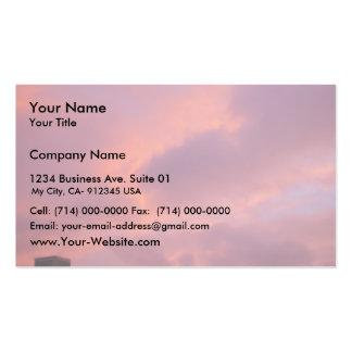 Nubes rosadas en la puesta del sol tarjetas de visita