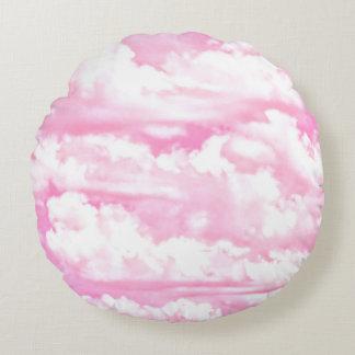 Nubes rosadas festivas cojín redondo