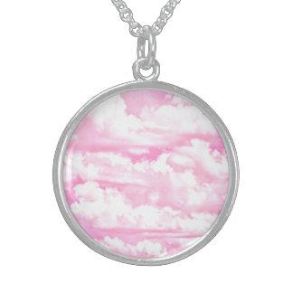 Nubes rosadas fucsias felices dulces collar de plata esterlina