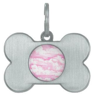 Nubes rosadas fucsias felices dulces placa de mascota