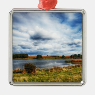 Nubes sobre el paisaje de HDR del lago Ornamentos De Reyes Magos