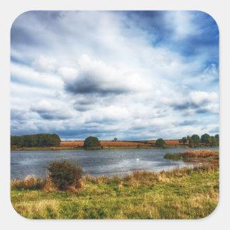 Nubes sobre el paisaje de HDR del lago Calcomanias Cuadradas